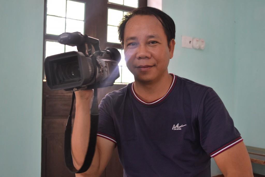 Phóng viên VTV Huế tới tác nghiệp và đưa tin