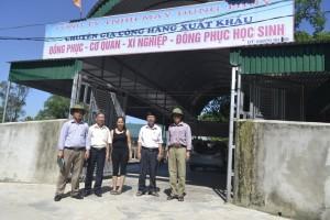 Đoàn tham quan mô hình  gia công hàng xuất khẩu giải quyết việc làm cho hàng trăm lao động tại Sơn Thành