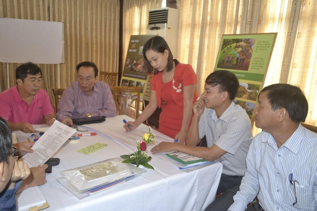 Các học viên thảo luận sôi nổi ở phần bài tập nhóm