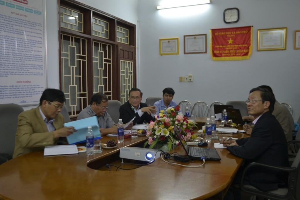 Assoc. Dr Hoang Manh Quan (CRD) presented the report and recommend projects