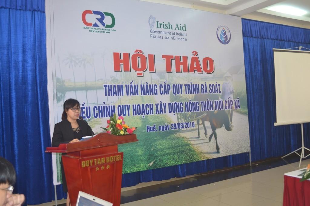 Bà Đặng Thị Lan Anh, Trung tâm PTNT miền Trung tuyên bố lý do giới thiệu đại biểu tại hội thảo