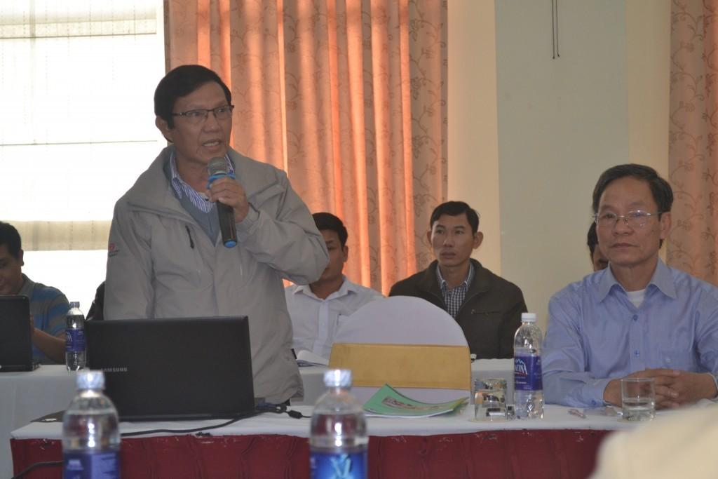 Ông Trần Văn Nguyện báo cáo tham luận tại hội thảo