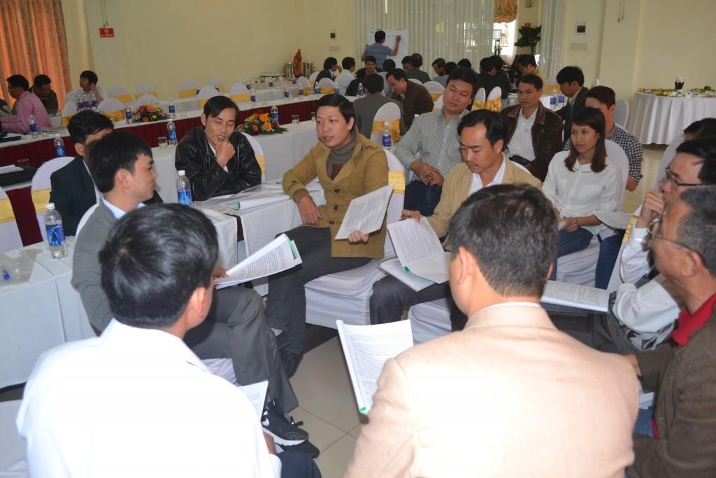 Nhóm Quảng Điền thảo luận hăng say